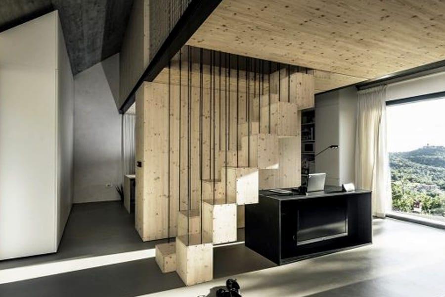 Solução para espaços pequenos, escada Santos Dumont é prática e bonita